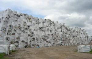 De jarenlange afvalvoorraad in Oude Haske met als eindbestemming afvaloven Harlingen